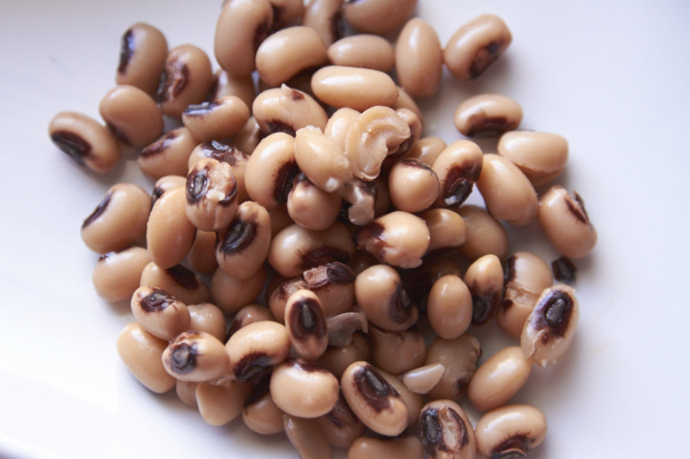 Black eyed peas on a white plate